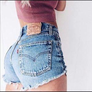 High Waist Vintage 501 Levi's Jean shorts!